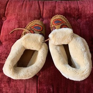 Lucky Brand Embroidered Moccasins